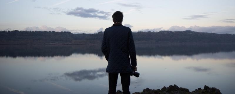 mężczyzna fot. Jake Melara/ Unslash