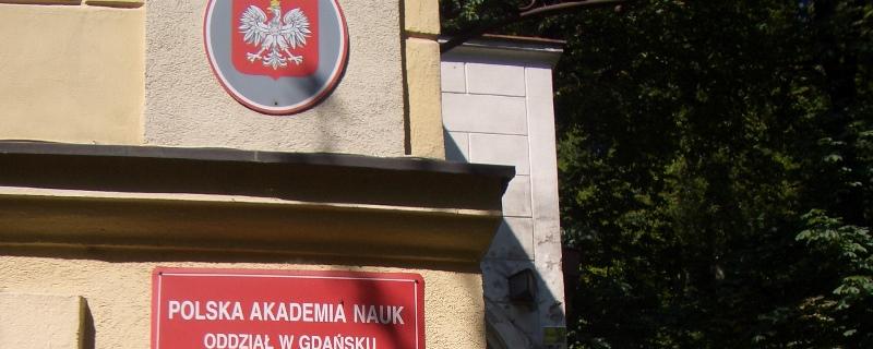 Tablica na budynku Polska Akademia Nauk oddział w Gdańsku