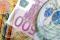 Pieniądze i zegarek Fot. Oliver Isailovic/Freeimages