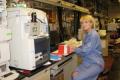 Joanna Karczewska-Golec podczas stażu naukowego w Mass Spec Laboratory na Stanford University