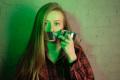 Dziewczyna z zaklejoną buzią Photo by Maria Krisanova on Unsplash